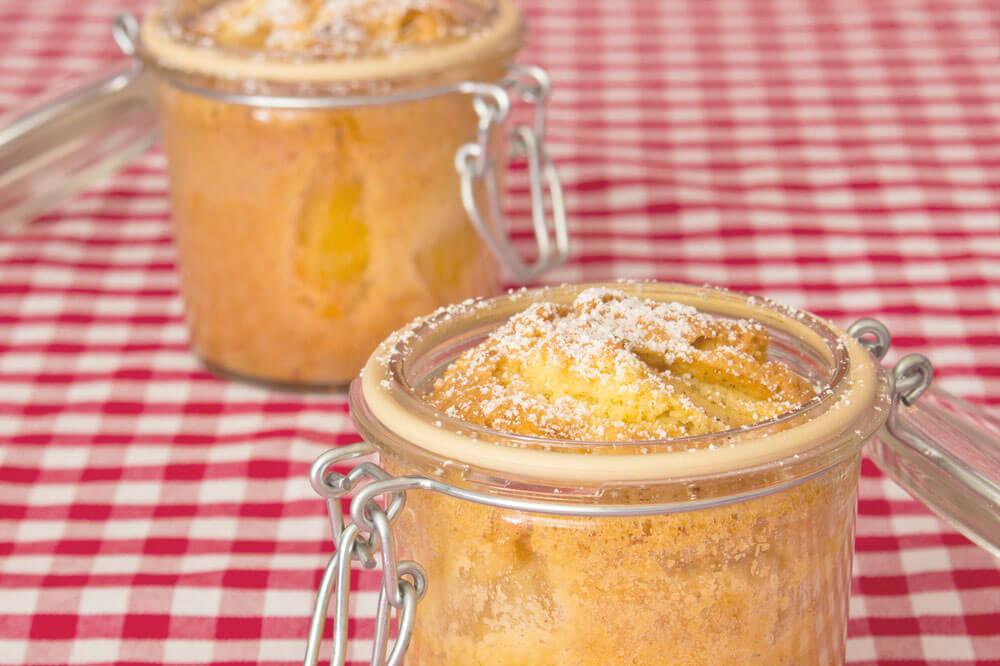 glutenfreier und laktosefreier Apfelkuchen im Glas